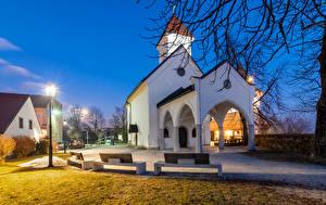 Фото Словения Храмы Ночные Уличные фонари Скамейка Улица Kranj Города