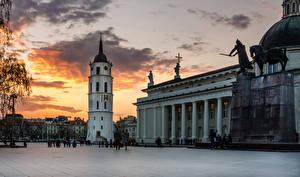 Обои Литва Храмы Памятники Вечер Вильнюс Городская площадь Cathedral Square Города фото