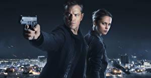 Фотография Мужчины Пистолеты Matt Damon Jason Bourne Фильмы Знаменитости Девушки