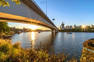 Фото Австралия Реки Мосты Рассветы и закаты Брисбен Лучи света Города
