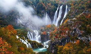 Обои Хорватия Парки Водопады Осень Скала Деревья Plitvice Природа фото