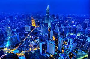 Картинка Малайзия Здания Небоскребы Мегаполиса Ночь Сверху Куала-Лумпур Города