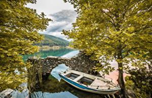 Обои Греция Озеро Лодки Деревья Природа фото