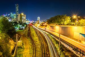 Картинки Австралия Дома Дороги Железные дороги Брисбен Ночные Уличные фонари Города