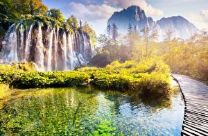 Обои Хорватия Парки Водопады Горы Пейзаж Утес Plitvice Природа