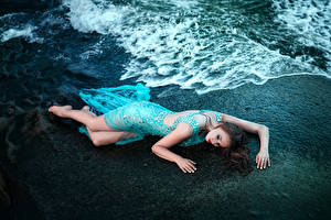 Фото Волны Шатенки Ног Платья девушка