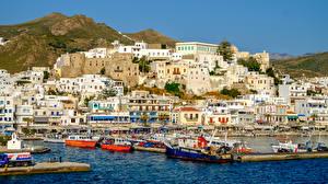 Обои Греция Дома Горы Причалы Катера Naxos Island Города фото