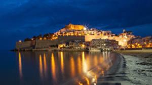 Обои Испания Дома Побережье Ночь Уличные фонари Peniscola Castellon Города фото