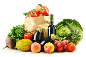 Фото Овощи Капуста Томаты Яблоки Дыни Перец Редис Бутылка Белый фон Пища