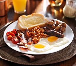 Обои Хлеб Мясные продукты Тарелка Яичница Еда фото