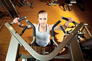 Обои Фитнес Майка Спортзал Тренировка gym machine Девушки