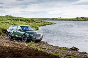 Обои Bentley Реки Побережье Зеленый Металлик 2016 Bentayga  Fly Fishing  by Mulliner Автомобили Природа фото