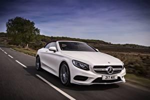 Фотография Mercedes-Benz Белый Движение Кабриолет S 500 Cabriolet AMG line авто