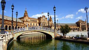 Фото Испания Речка Мосты Уличные фонари Дворец Sevilla Plaza de Espana Города