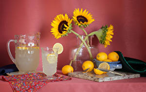 Обои Натюрморт Подсолнухи Напитки Лимоны Ваза Кувшин Стакан Ложка Еда фото