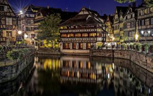 Картинка Франция Здания Страсбург Водный канал Ночь