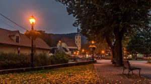 Картинка Хорватия Здания Осень Загреб Ночь Уличные фонари Деревьев Samobor Города