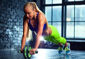 Картинки Фитнес Руки Тренировка Девушки