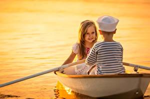 Фото Лодки Любовь Мальчики Девочки Вдвоем Ребёнок