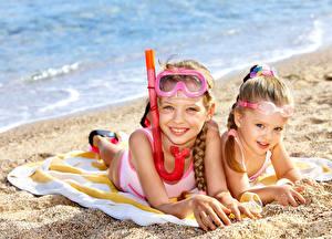 Обои Пляж Девочки Двое Очки Взгляд Дети фото