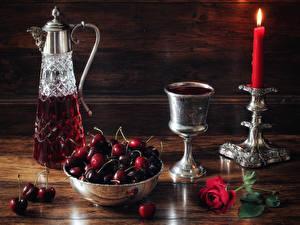 Фото Натюрморт Вино Вишня Свечи Розы Кувшины Бокалы Пища