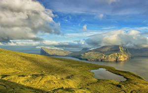 Обои Пейзаж Дания Побережье Остров Небо Облака Klaksvik Faroe Islands Природа фото