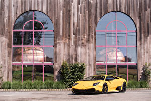 Картинки Lamborghini Желтый 2009-10 Lamborghini Murciélago LP 670-4 SuperVeloce Worldwide