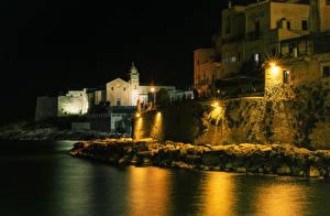Фото Италия Дома Берег Ночные Уличные фонари Vieste