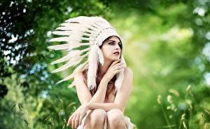 Обои Перья Индейцы Сидит Девушки