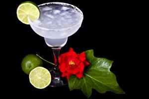 Обои Напитки Коктейль Розы Лайм На черном фоне Бокал Пища
