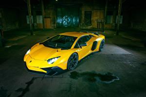 Фотография Lamborghini Желтый Aventador LP 750-4 SV Авто