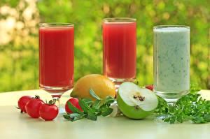 Фото Напитки Сок Помидоры Яблоки Лимоны Стакане Втроем Пища