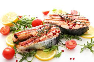 Обои Морепродукты Рыба Овощи Лимоны Белый фон Продукты питания