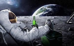 Фото Астронавт Земля Бутылка Юмор