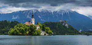 Картинки Словения Горы Храмы Речка Bled Города