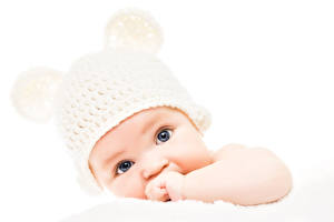 Обои Младенцы Шапки Белый фон Взгляд Дети фото
