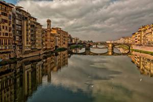 Обои Италия Дома Мосты Небо Тоскана Водный канал Montughi Florence Города фото
