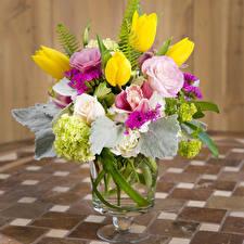 Обои Букеты Эустома Тюльпаны Гортензия Ваза Цветы фото