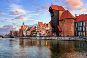 Фото Польша Здания Речка Небо Гданьск Облака Города