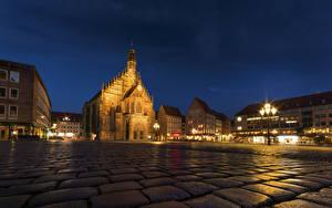 Обои Германия Дома Нюрнберг Улица Ночь Уличные фонари Городская площадь Города фото