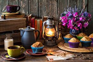 Картинка Натюрморт Душистый горошек Букеты Кофе Керосиновая лампа Маффин Лампы Чашка Кувшин Еда