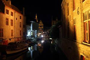 Фотографии Бельгия Здания Брюгге Водный канал В ночи Города