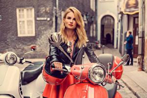 Картинки Блондинка Очки Куртка Девушки Мотоциклы