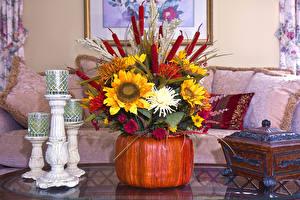 Обои Хризантемы Подсолнухи Свечи Ваза Цветы фото