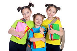 Фотография Белым фоном Девочки Трое 3 Шатенки Улыбка Книги Ребёнок
