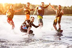 Картинки Серфинг Мужчины Брызги 5