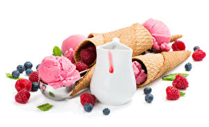Фотографии Сладкая еда Мороженое Ягоды Малина Черника Белым фоном Кувшин Еда