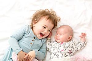 Картинка Двое Девочка Младенец Улыбается Смех ребёнок