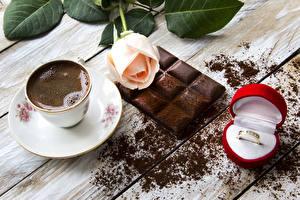 Фотография Натюрморт Кофе Шоколад Роза Шоколадная плитка Чашке Ювелирное кольцо Коробке Какао порошок Еда