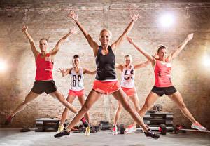 Фотография Фитнес Руки Ноги Прыжок Майка Растяжка упражнение Девушки Спорт